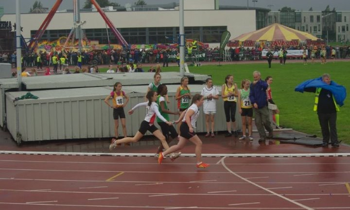 Caitlin Mulholland passes the baton to Shauna McMahon at National Athletics Finals (Athlone, August 2013)